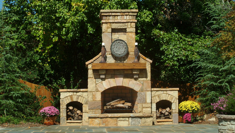 5 amazing outdoor fireplace designs vonderhaar for Outdoor patio fireplace ideas