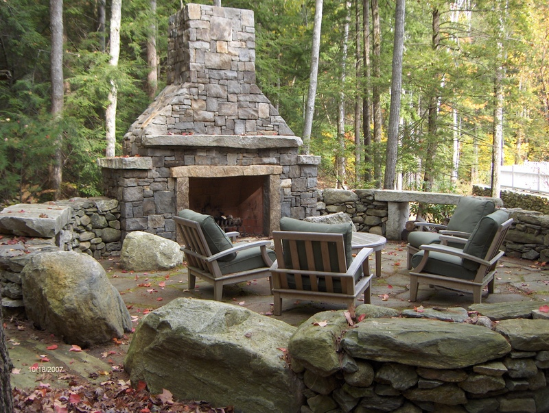 5 amazing outdoor fireplace designs vonderhaar for Great outdoor patio ideas